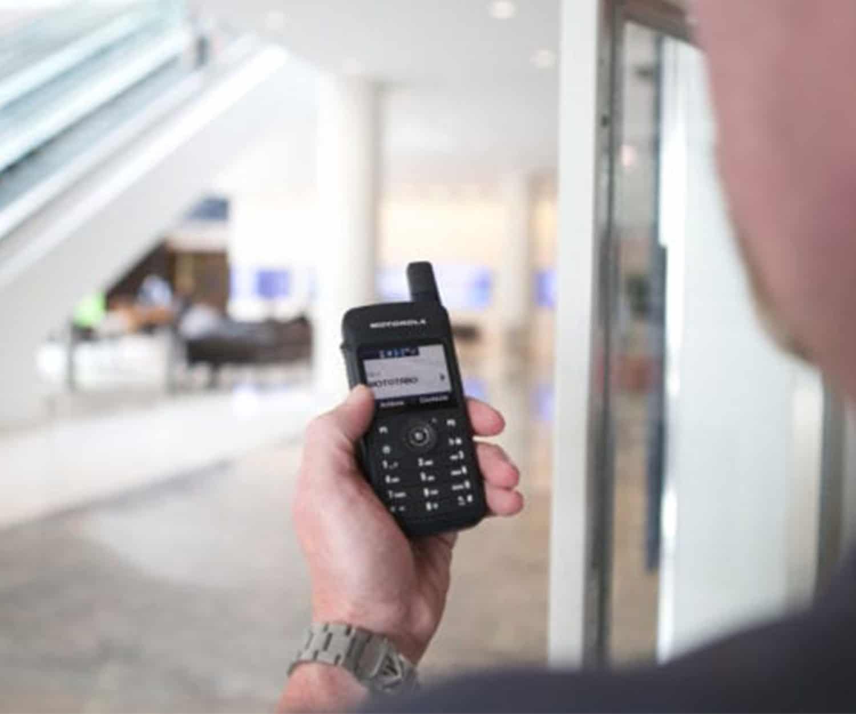 Mototrbo SL4000 retail - social distancing radio